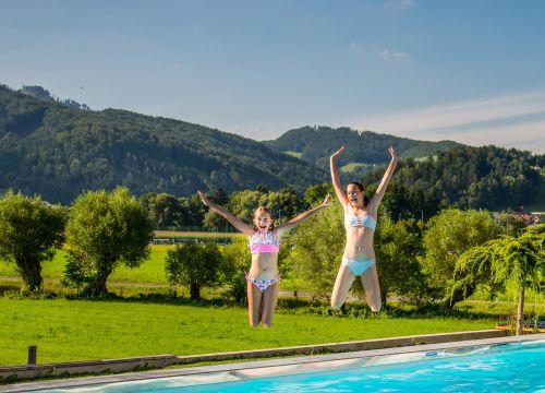"""Letošní dovolená u """"moře"""" na vaší zahradě? Pozitiva slané vody v bazénu."""